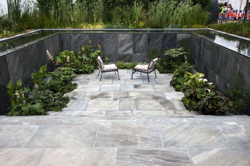 Sunken area with water pool on edges